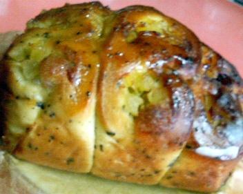 おさつリンゴ黒ゴマのパン